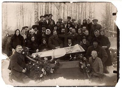 early 1900 LADY POST MORTEM OPEN COFFIN , CROSS ORIGINAL VINTAGE ANTIQUE PHOTO