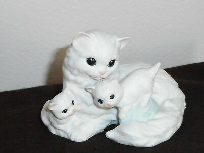 Enesco Porcelain White Cat With 2 Kittens Figurine Malaysia 1988