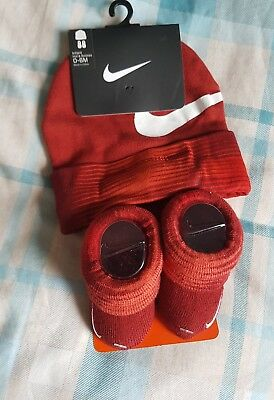 Nike Red & White Newborn 0-6 Months Booties And Hat Set Bnwt Free Uk P&p