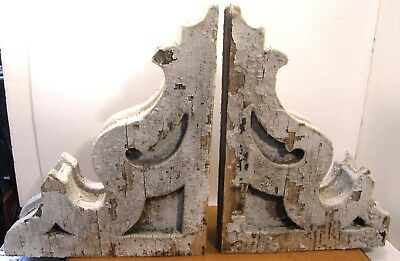 2 VICTORIAN ARCHITECTURAL WOODEN GINGERBREAD CORBELS 15 x 12 CRUSTY WEATHERED
