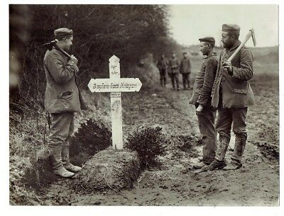 WWI PRESS PHOTO- Grave for 3 Frenchmen - buried by German soldiers