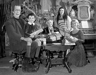 """""""The Munsters"""" Cast From The Tv Show - 11X14 Christmas Publicity Photo (Lg-156)"""