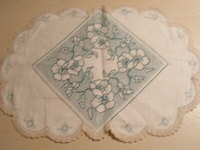 Vintage Hand Embroidered Ecru Linen / Green Centrepiece  -Perfect