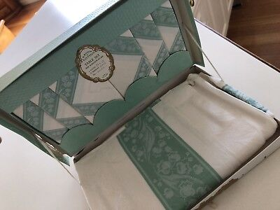 Beautiful vintage boxed Irish linen tablecloth and napkin set of 6