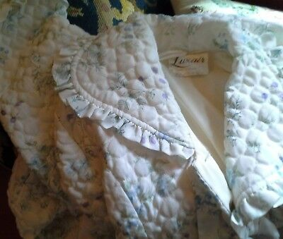 VINTAGE LUXAIR QUILTED BUTTON FLORAL NYLON  HOUSE COAT DRESSING GOWN SIZE medium