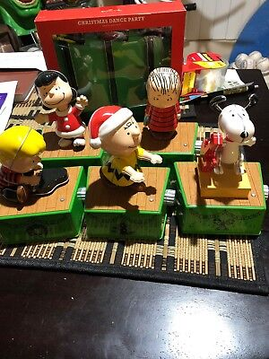 Hallmark 2017 Peanuts Christmas Dance Band 5 Figures & 2 Sets of Spotlights
