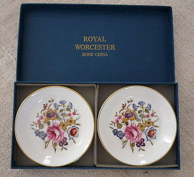 porcelaine anglaise Royal Worcester coupelles
