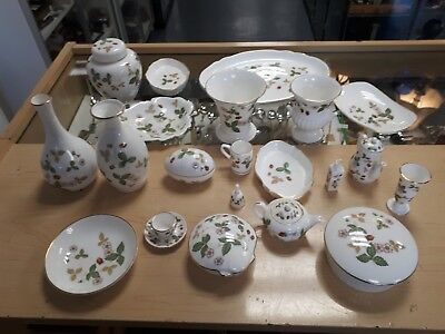 Wedgewood Wild Strawberry Pattern 21 Mixed Peices