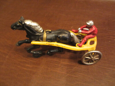 VINTAGE ANTIQUE 1930s KENTON TOYS CAST IRON HORSE DRAWN SULKY RACING CART TOY