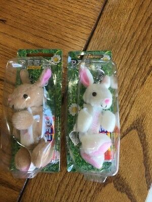 Plush Bunnies PEZ Petz Dispenser Collectible Keychain Hippity Hoppities