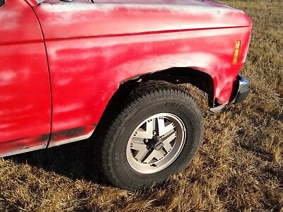 1986 Ford Ranger  1986 Ford ranger Lwb 4x4 4wd 2.9 automatic runs ( bad tranny ) fair body project