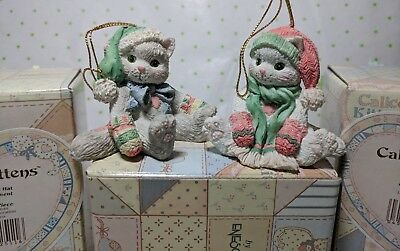 CALICO KITTENS HANGING CHRISTMAS ORNAMENT CAT w/GREEN HAT & PINK HAT 1993 *SET*