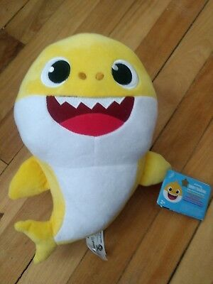 Pinkfong Baby Shark Official Singing Plush English Version.
