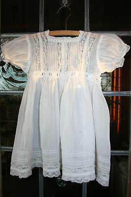 Exquisite Antique Finest Lawn & Lace Babies Dress.