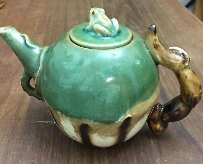Green Glazed Decorative Tea Pot With frog Lid