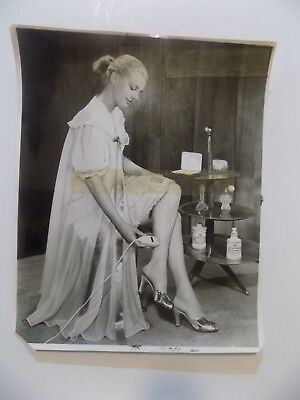 1955 Advertising Press Photo Woman Shaving Legs With Remington Shaver