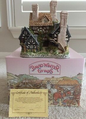 "David Winter Cottages Hertford Court (1983) COA & Original Box ""BRAND NEW'"