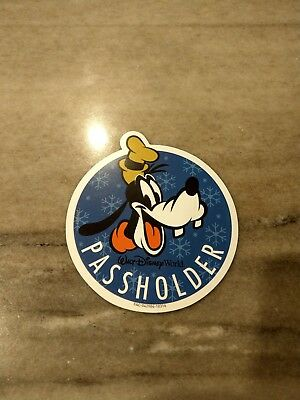 BN Disney 2018 Passholder Exclusive Goofy Festival of the Holidays Magnet/Decal