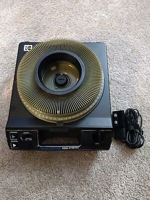 Vintage Kodak Carousel 4200 Slide Projector With 140 Slide Tray And Remote