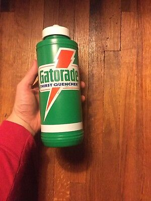 Vtg 1985 Gatorade Thirst Quencher 32oz green squirt/squeeze water bottle
