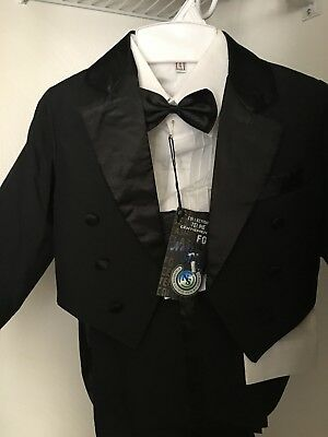 Toddler Boys Tuxedo Size 4T, New With Tags