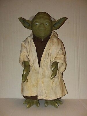"Star Wars 12"" Call Upon Yodo Interactive Talking figure! 2005 Hasbro (WORKS)"
