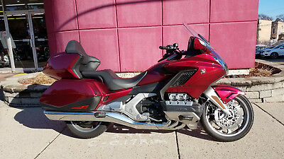 2018 Honda Gold Wing  2018 Honda Gold Wing Tour - 6 Speed Manual - DEMO MODEL - SAVE!!!
