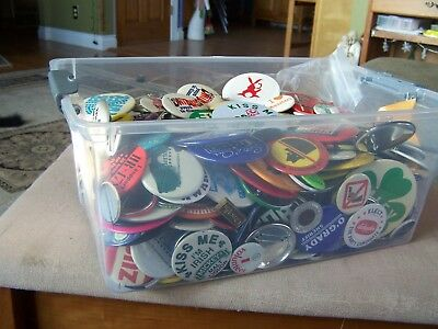 Huge Lot -:-  Over 11 pounds -:- Pinbacks from Chicago - 1970s-80s Political +++