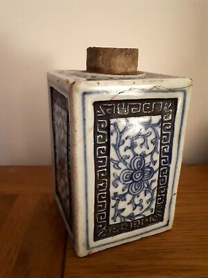 VINTAGE CHINESE PORCELAIN BLUE AND WHITE TEA CADDY 12 cm TALL