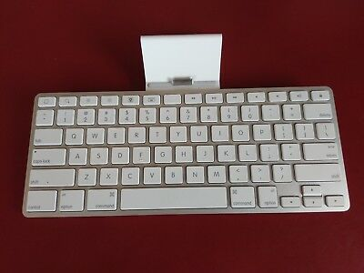 Apple - A1359 - Keyboard Dock Stand For iPad, iPhone, iTouch - 30-pin Connection