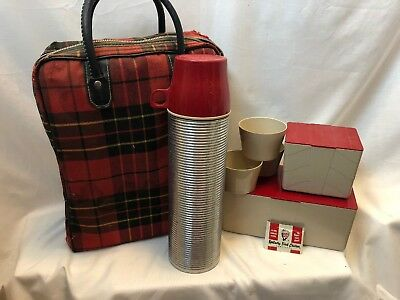 Vintage THERMOS BRAND Picnic Set Bag, 2 Sandwich Boxes 3 Cups 1 Thermos Complete