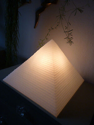 Lampe Pyramide weiß - table lamp HEICO 80er 80s