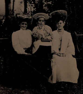 OLD VINTAGE ANTIQUE TINTYPE PHOTO YOUNG VICTORIAN LADIES & GIRL w/ FANCY HATS