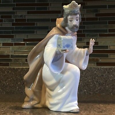 NAO Porcelain by Lladro : WISE MEN - KING MELCHIOR with CHEST - 00413