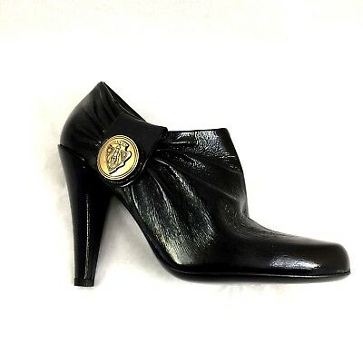 8b0be17f989 GUCCI Black Boot Bootie Hysteria Leather Crest Gold Medallion Logo Ankle  202939