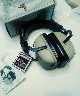 Vintage transistor radio AM/FM Triumph Head Hugger Headphones WORKING!