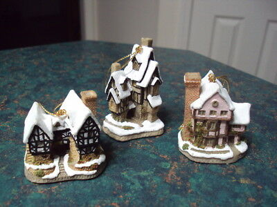 David Winter Cottages Christmas Ornaments Originated In England