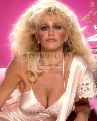 Actress Suzanne Somers Pin Up - 8X10 Publicity Photo (Bt283)