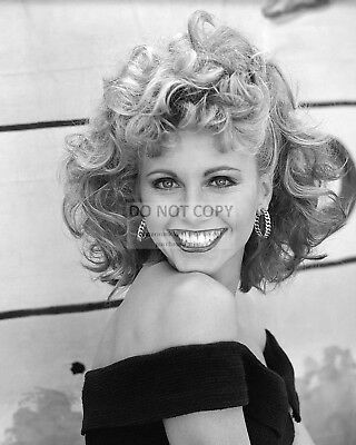 """Olivia Newton-John In The Film """"Grease"""" - 8X10 Publicity Photo (Bt289)"""