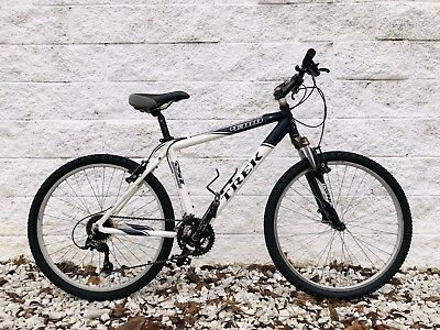 1a5a04ece1d TREK 4300 MOUNTAIN Bike / 21-Speed / 18.5