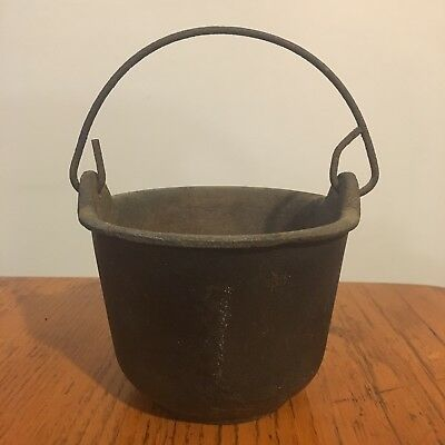 Vtg Antique Cast Iron Metal Smelting Pot w/ Handle