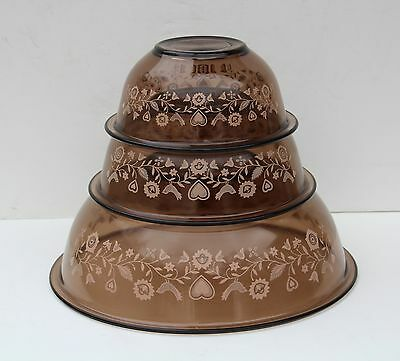 HTF Pyrex Amber Country Festival 3 Piece Glass Rimmed Mixing Nesting Bowl Set