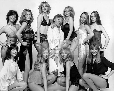 Benny Hill And His Angels English Comedian And Actor - 8X10 Photo (Rt511)