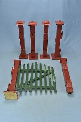 Vintage COUNTRY CHRISTMAS GREEN PICKET FENCE RED PILLARS SWINGING GATE #06402