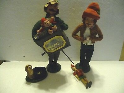 BYERS CHOICE Carolers Organ Grinder with Dog, Puppeteer. Some flaws but nice!