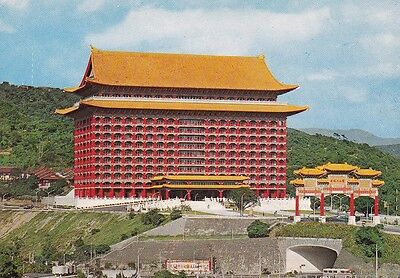 1970s VINTAGE COLOUR POSTCARD Grand Hotel, Taipei, Taiwan, Republic of China