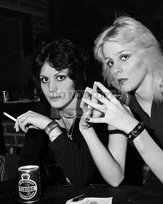 """Joan Jett And Cherie Currie Of """"The Runaways"""" - 8X10 Publicity Photo (Rt552)"""