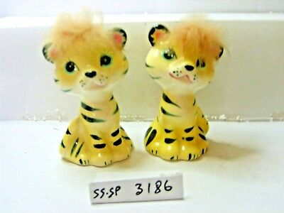 cats or tigers  salt and pepper shakers