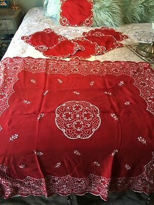 Vintage Red Tablecloth And 6 Napkins