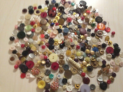 Vintage Buttons Large Lot 4 Lbs 8 Ozs With A Old Uneeda Tin All Kinds
